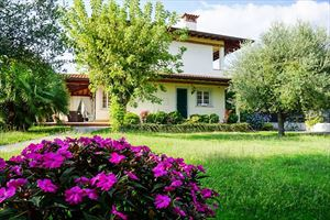 Villa Carrara : detached villa to rent Centro Forte dei Marmi