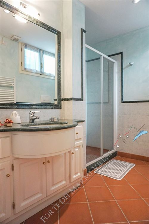 Villa Carrara : Bathroom with shower
