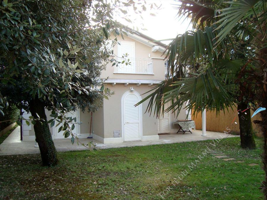 Villa Cavallini : Outside view
