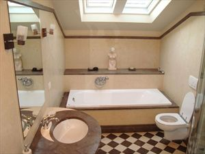 Villa Cavallini : Bathroom with tube