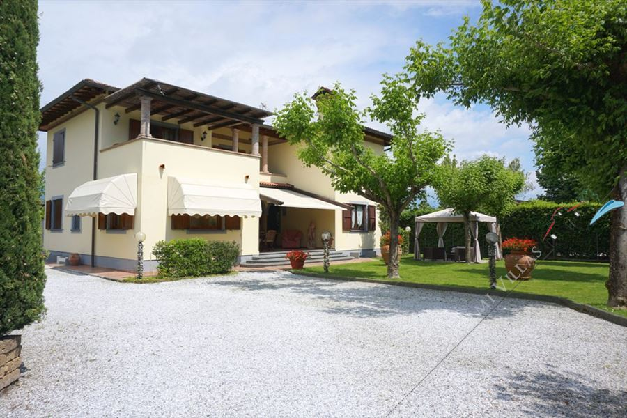 Villa Cinzia detached villa to rent and for sale Forte dei Marmi