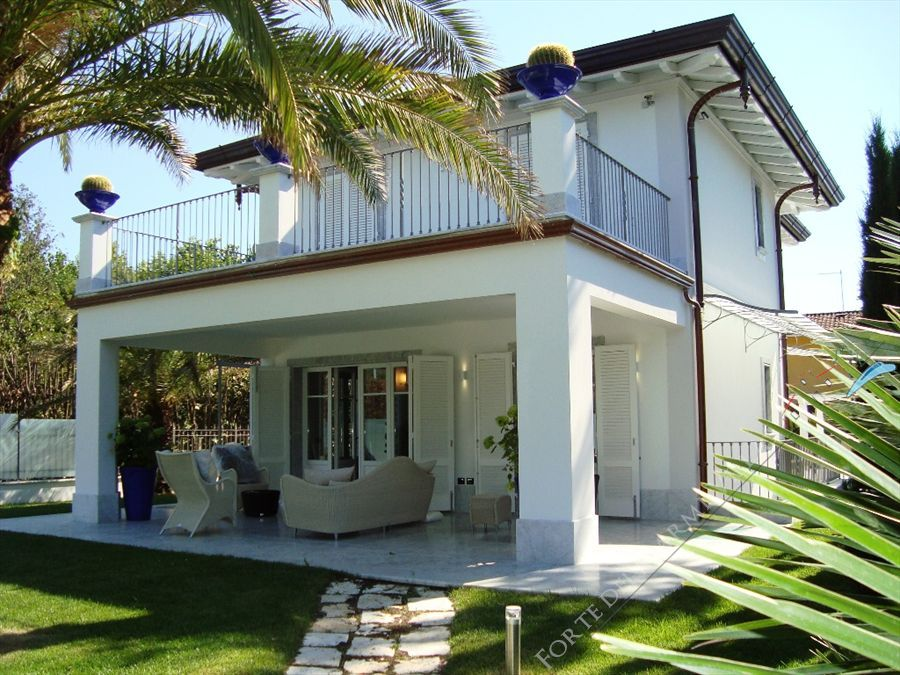 Villa Cipresso   detached villa to rent and for sale Forte dei Marmi