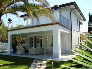 Villa Cipresso   : detached villa to rent and for sale centro Forte dei Marmi