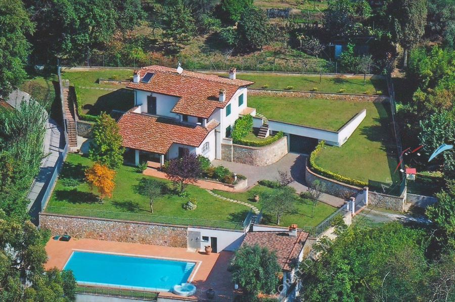 Villa Clementina detached villa to rent and for sale Pietrasanta