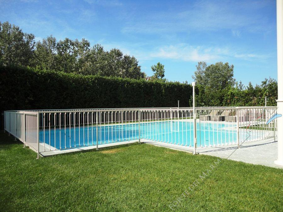 Villa Cleopatra : Swimming pool