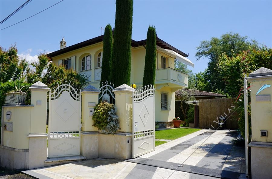 Villa Clotilde detached villa to rent and for sale Forte dei Marmi