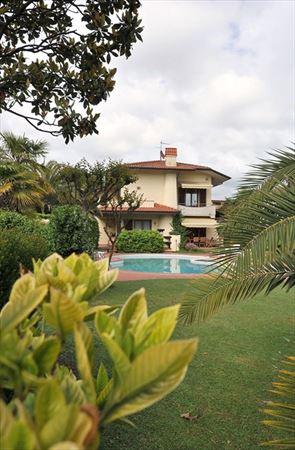 Villa Cora : Вид снаружи