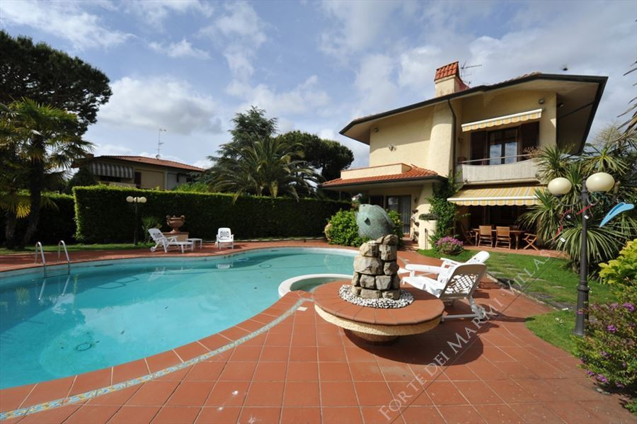 Villa Cora detached villa to rent and for sale Lido di Camaiore
