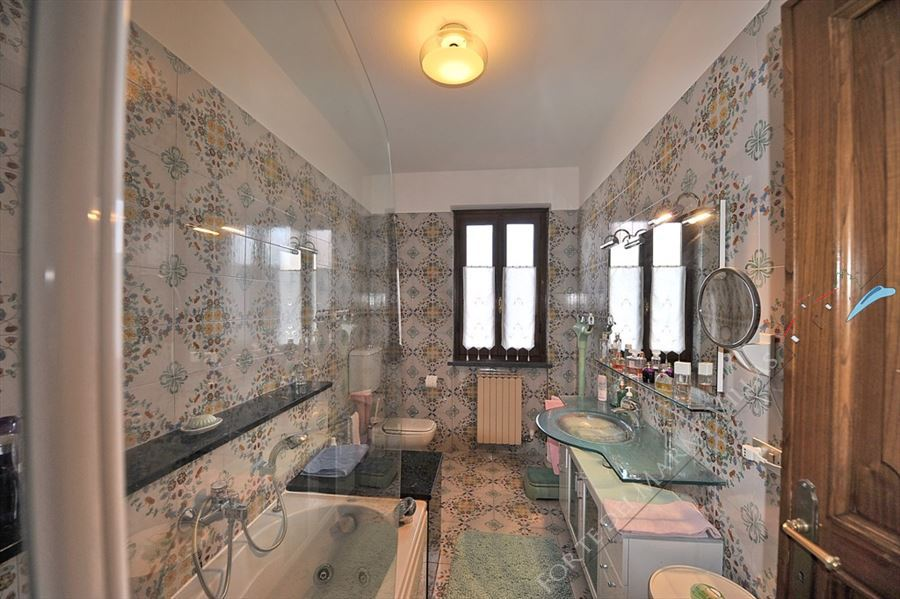 Villa Cora : Bathroom with tube