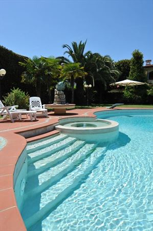 Villa Cora : Swimming pool