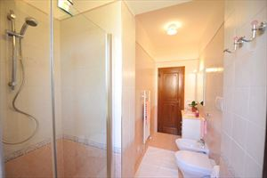 Villa Cora : Bagno con doccia