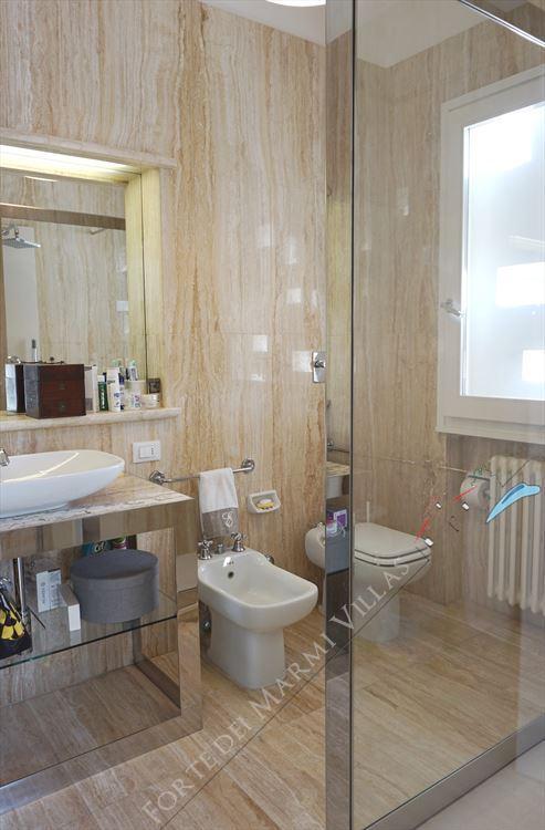 Villa Costa : Bathroom with shower