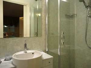 Villa Costanza : Bathroom with shower
