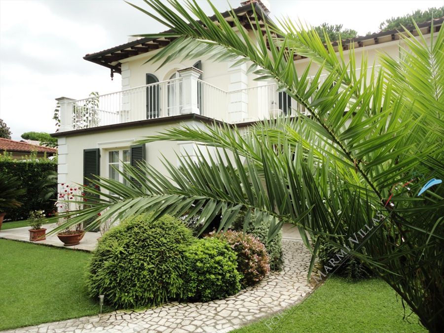 Villa Costanza detached villa to rent Forte dei Marmi