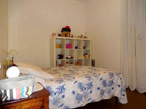 Villa Dalia : спальня с двуспальной кроватью