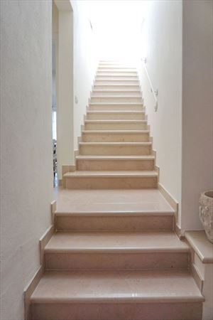 Villa Denise : Marble stairs
