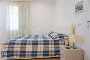 Villa Denise : спальня с двуспальной кроватью