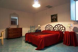 Villa Desiree : спальня с двуспальной кроватью
