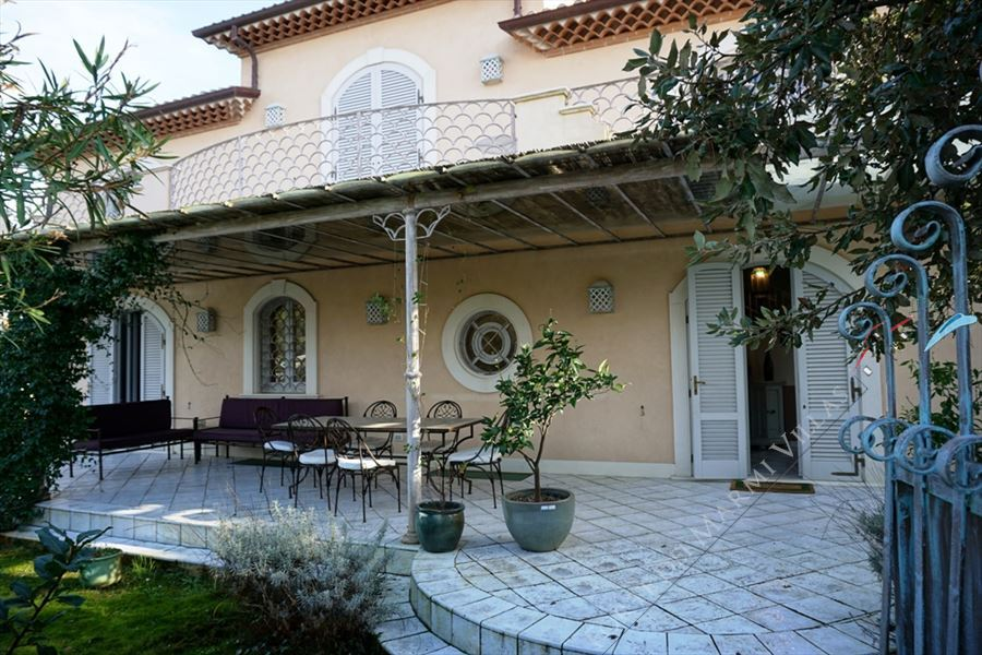 Villa Desiree detached villa to rent Marina di Pietrasanta