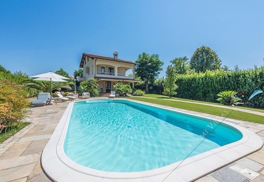 Villa Splendida detached villa to rent and for sale Forte dei Marmi