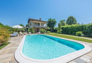Villa Splendida: Detached villa for sale Forte dei Marmi