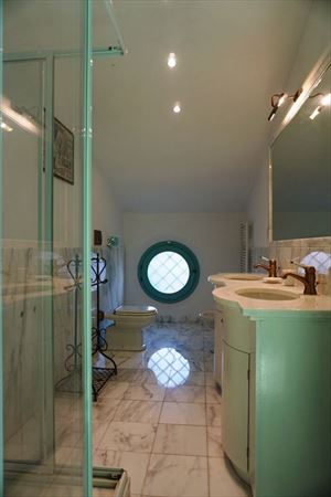 Villa Diantha : Ванная комната с душем