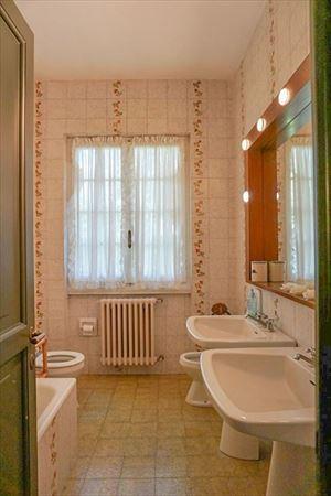 Villa Dipinto : Bathroom with tube