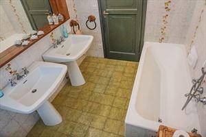 Villa Dipinto : Bagno con vasca