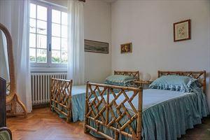 Villa Dipinto : спальня с двумя кроватями