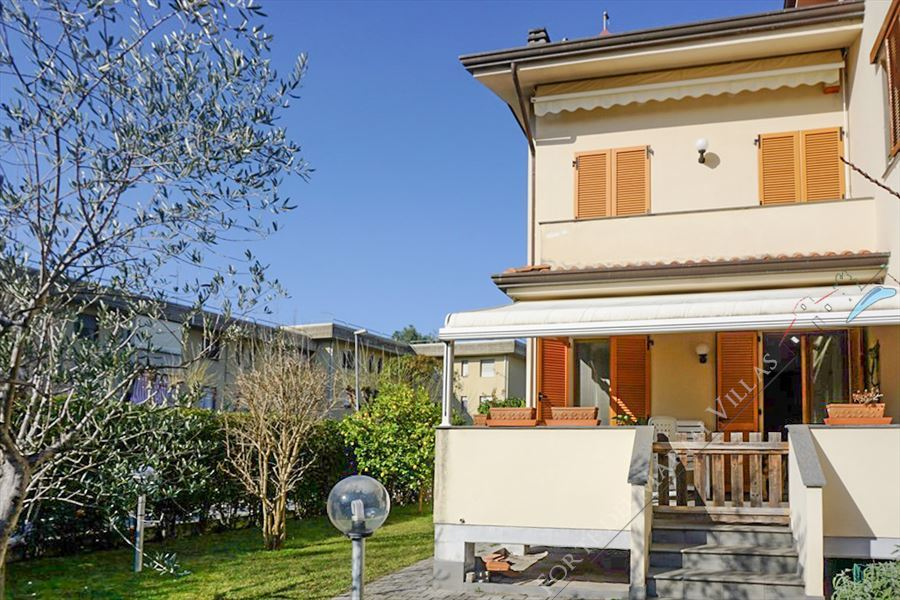 Villa Greta terraced villa to rent and for sale Forte dei Marmi