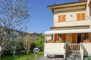 Villa Greta : terraced villa to rent and for sale Centro Forte dei Marmi