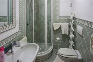 Villa Greta : Bathroom with shower