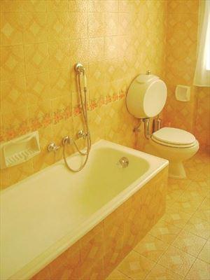 Villa Emiliana : Ванная комната с ванной
