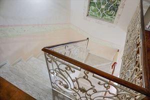 Villa Emiliana : мраморная лестница