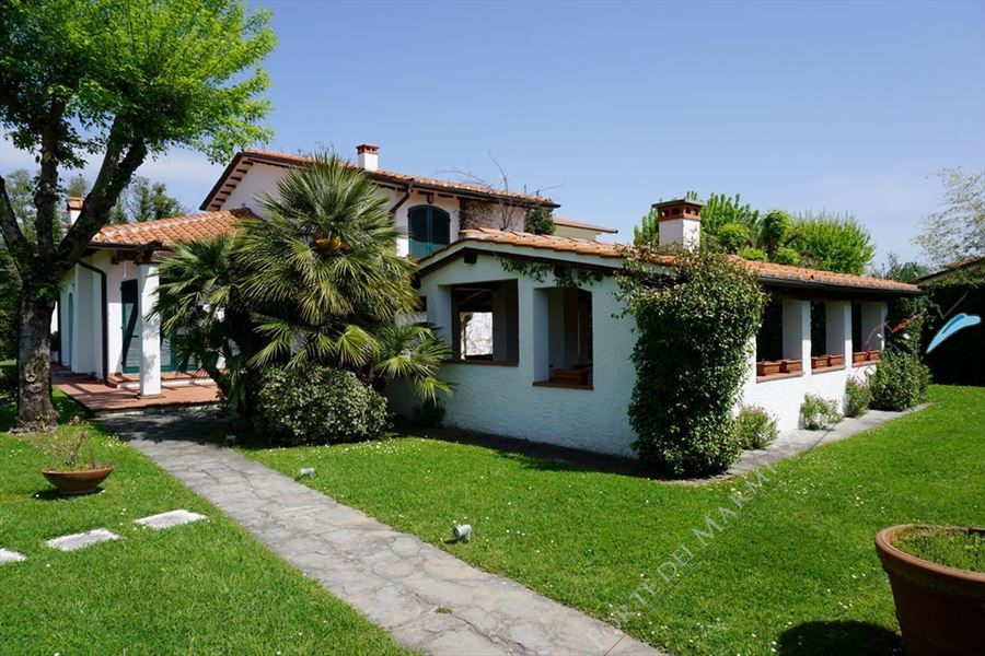Villa Emma villa singola in affitto e vendita Marina di Pietrasanta