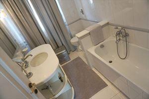 Villa Felicita : Ванная комната с ванной