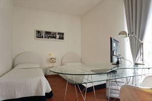 Villa Felicita : спальня с двумя кроватями