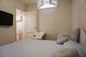 Villa Felicita : спальня с двуспальной кроватью