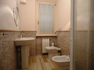 Villa Fiona : Ванная комната с душем
