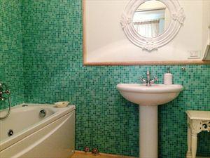 Villa Fiona : Bagno con vasca