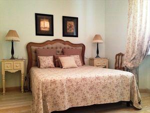 Villa Fiona : спальня с двуспальной кроватью