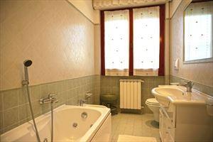 Villa Fior di Loto : Bagno con vasca