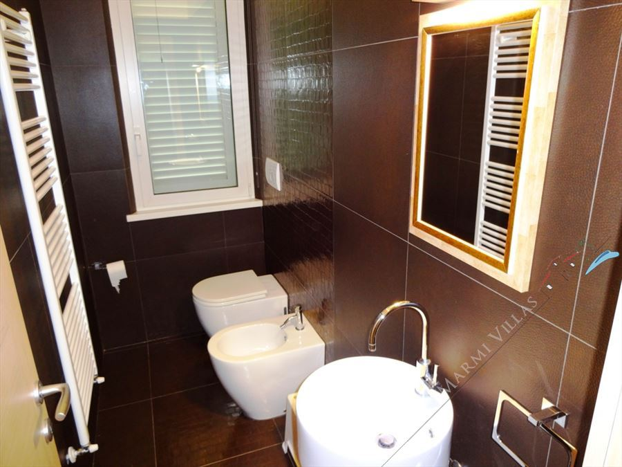 Villa Fiorentina  : Bathroom with shower