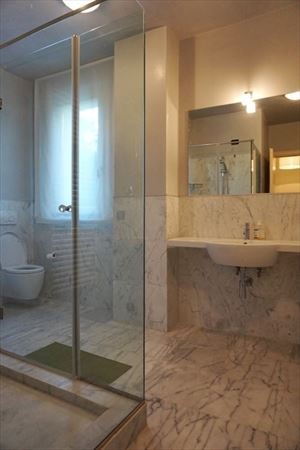 Villa Firenze : Bathroom with shower