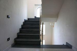 Villa Firenze : Marble stairs