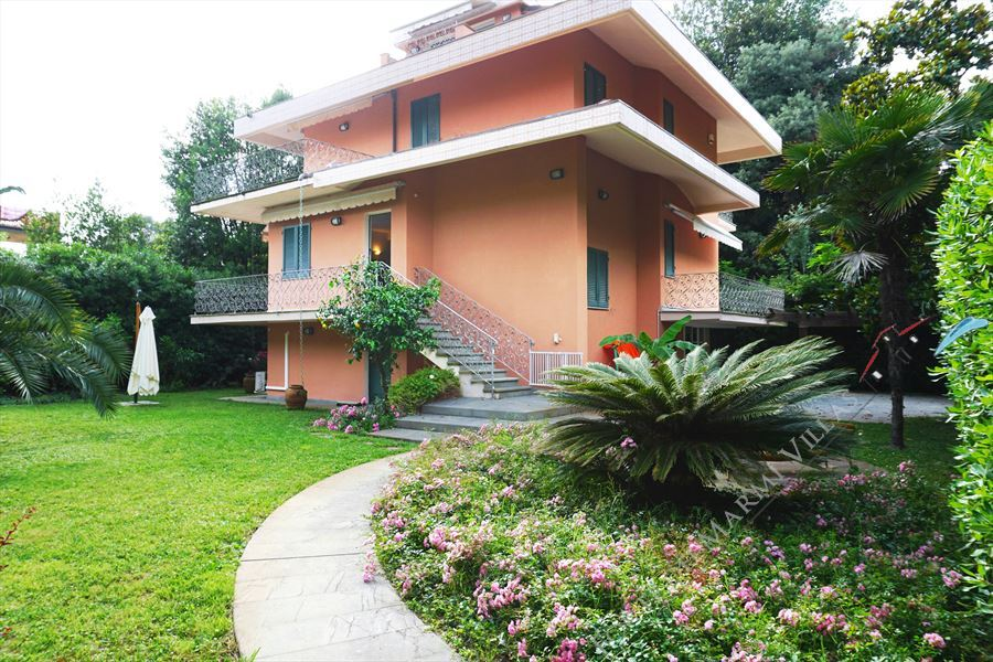 Villa Fiumetto detached villa to rent Marina di Pietrasanta