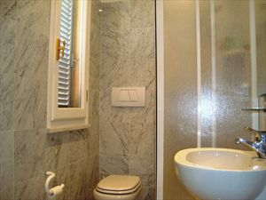 Villa Genova : Bathroom with shower