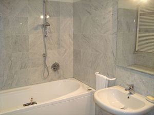 Villa Genova : Bathroom with tube