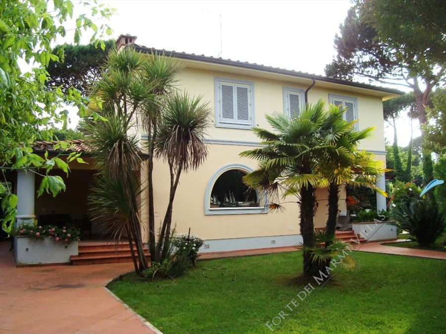 Villa Genova detached villa to rent and for sale Forte dei Marmi