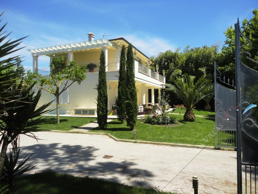 Villa Giorgia detached villa to rent Marina di Pietrasanta